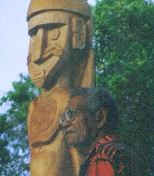 Chief Kaveia with carving of his ancestor Lata