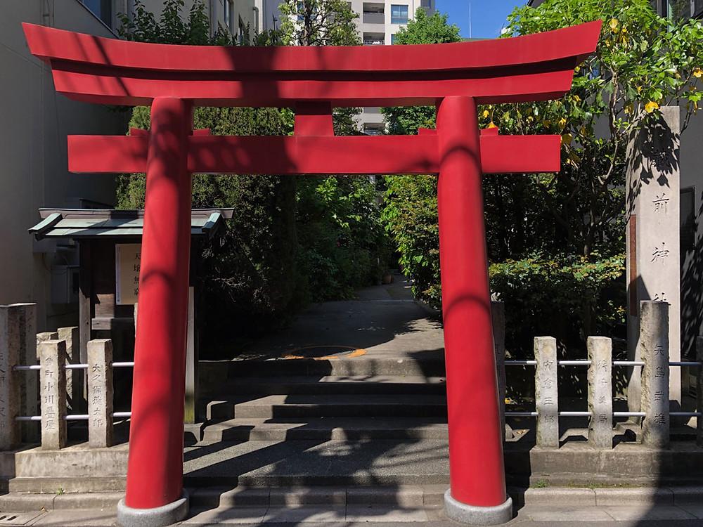 藏前神社の赤い鳥居