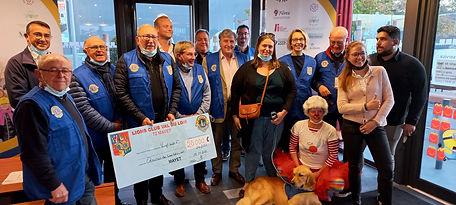 12 octobre, restaurant Mac Donald de Mulsanne, remises de chèques à Handi chiens et Ailes du Rire