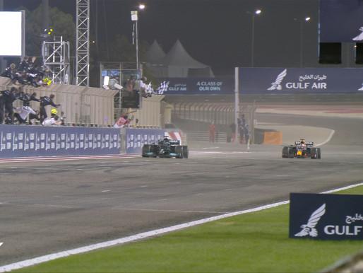 No final, Hamilton leva a melhor sobre Verstappen e vence GP do Bahrein de F1