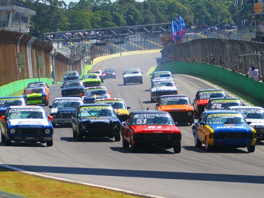 Rafael Lopes domina segunda etapa da Old Stock Race em Interlagos