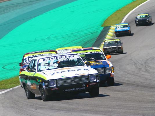 Rafael Lopes domina treinos da Old Stock Race em Interlagos