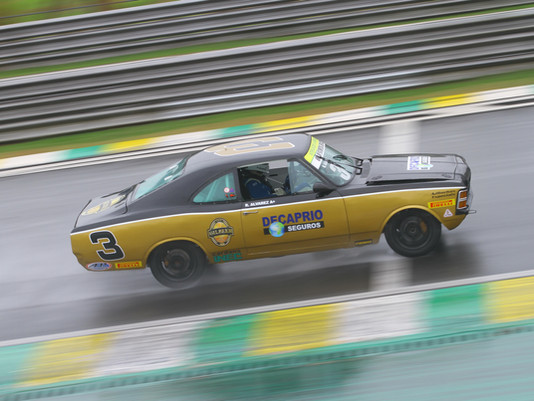 Old Stock Race - Treinos com muita chuva marcam inicio da quinta etapa.