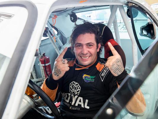 Rodrigo Helal consegue reverter resultado e volta à disputa pelo título.