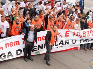 TRABALHADORES DA ALIMENTAÇÃO PROTESTARAM NESTA 4ª FEIRA CONTRA REMUNERAÇÃO VARIÁVEL NA BRF