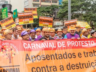 Aposentados fazem carnaval de protesto contra Reforma da Previdência