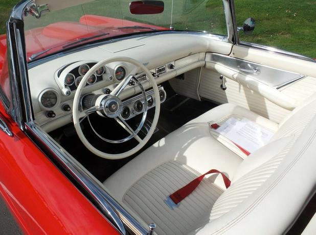 Ford Thunderbird 1956 interior