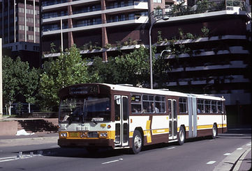 Mercedes-Benz 2556 leaving Wynyard in 1984.