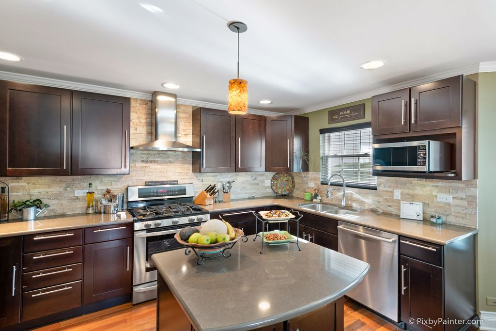 Expresso Kitchen island and stove