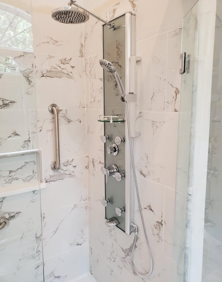 Barry Master Bath Shower Counsel