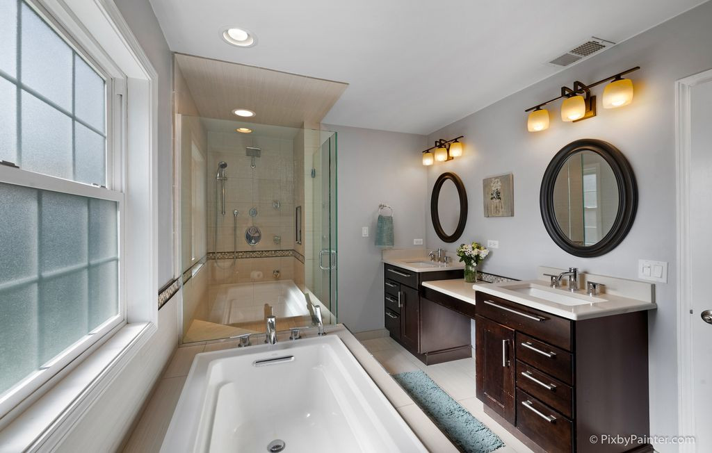 Master Suite Tub & Shower
