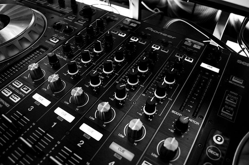 Wir machen Kunden zu Fans, Audio, Mischpult