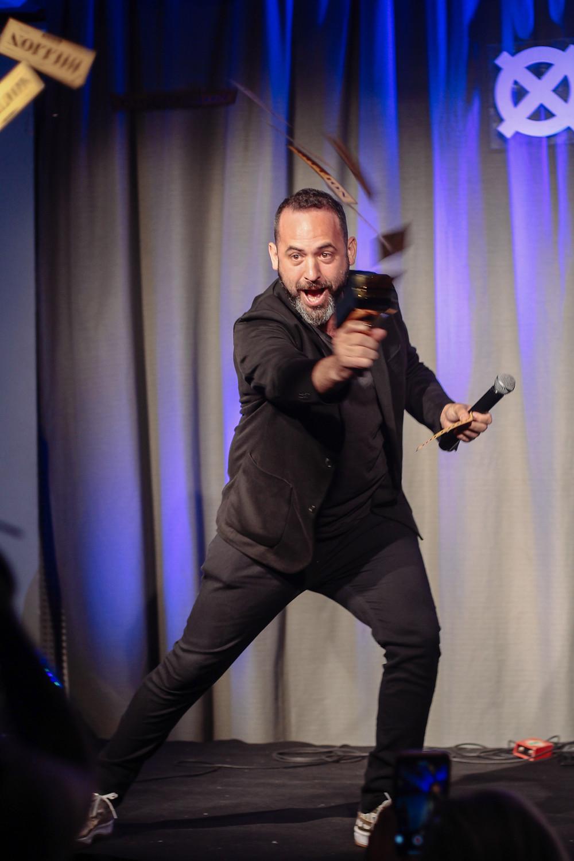 Joaquin Cambre recibe el premio a la trayectoria en los bamv fest awards del buenos aires music video festival