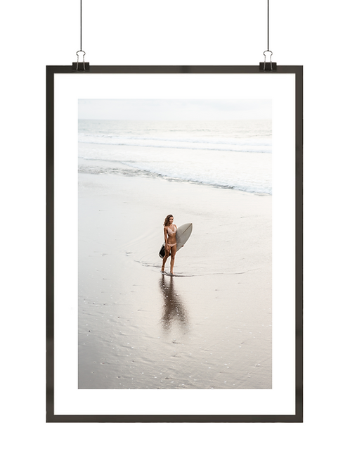 Surferka na plaży