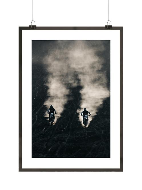 Plakat z dwoma motocyklistami
