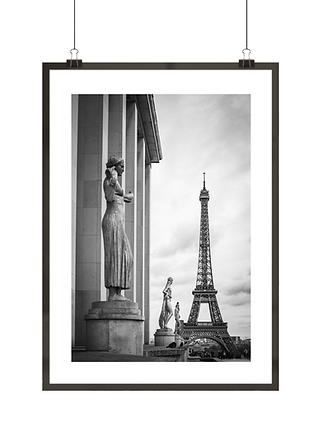Czarno-biały plakat z Wieżą Eiffla