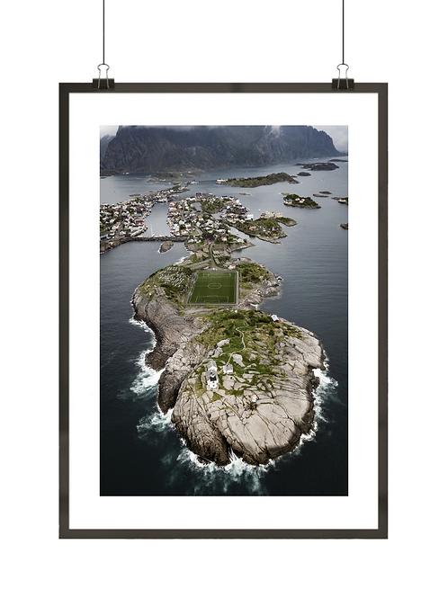 Plakat skandynawski z ujęciem boiska w Norwegii