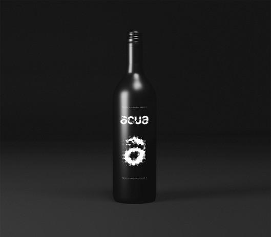 Black bottle mockup portrait_Easy-Resize
