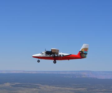 RS7113_plane-flying-to-the-grand-canyon