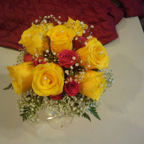8 Rose and Mini Roses Centerpiece