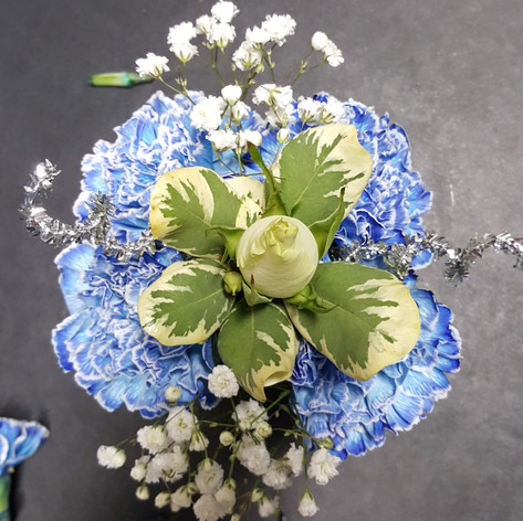 4 Carnations and Rose Centerpiece