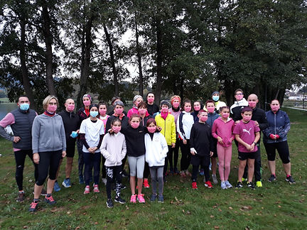 octobre rose gazelle autunoise  AUTUN RUNNING ATHLETISME SPORT AUTUNOIS SESSION CHEVAUX JEUX OLYMPIQUE JO FRANCE BOURGOGNE CLUB MARATHON DEMI FOND 800 1500 TOKYO PISTE MARCHE JOGGING jeune maillot débardeur benjamin minime cadet junior FFA UFOLEP