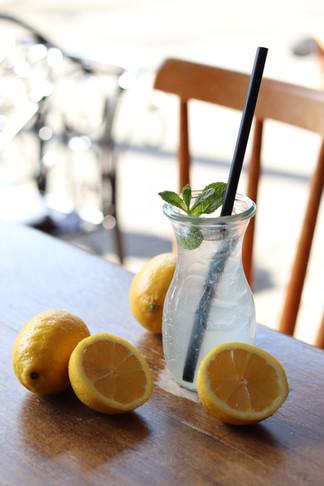 hausgemachte Zitronenlimonade