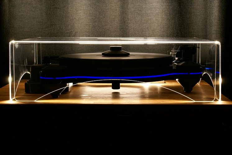 Oracle Origine turntable with dustcover