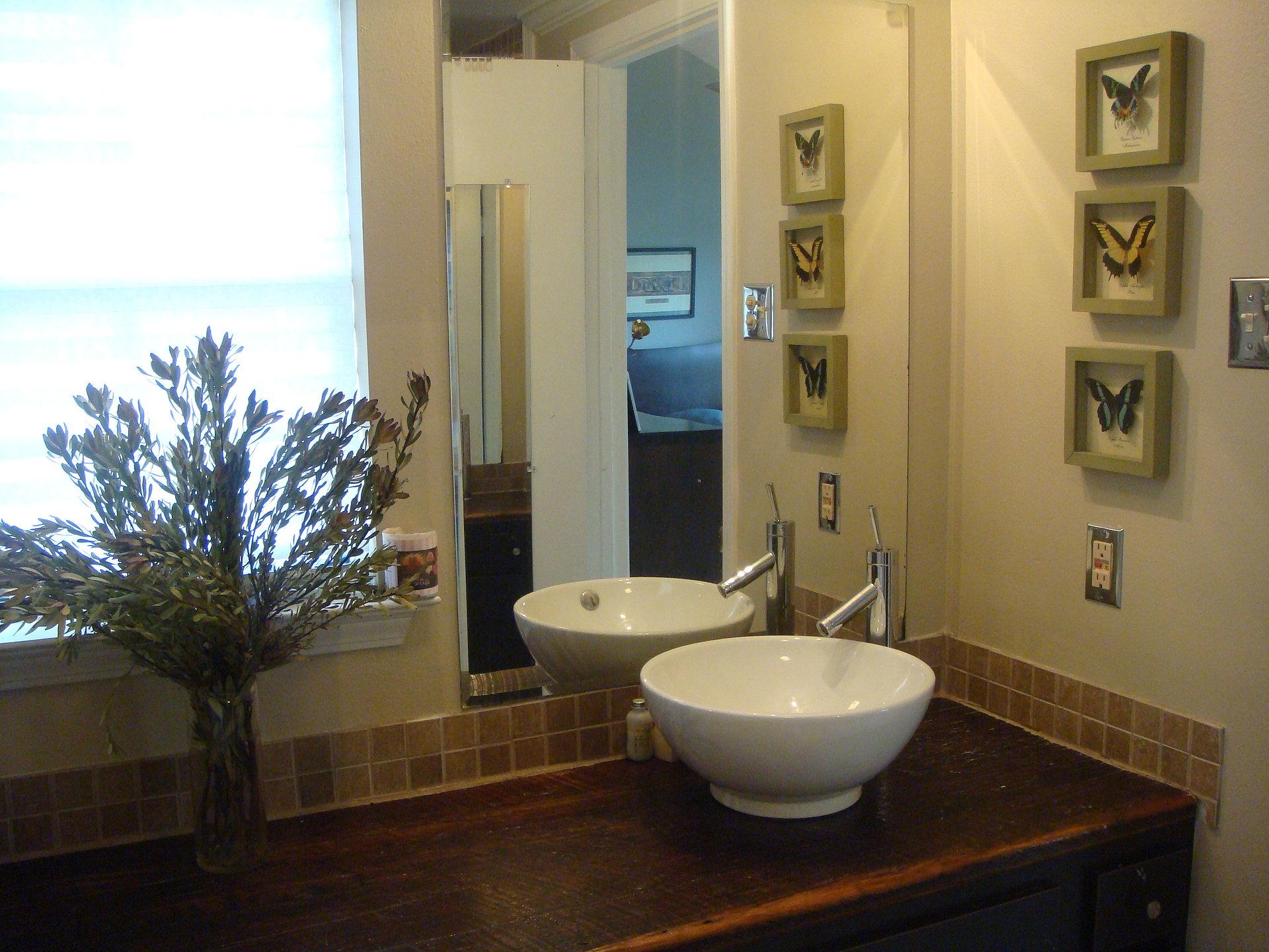 311+Calhoun+bathroom.JPG
