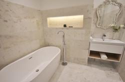 12.-Wagonway-Lodge-Main-Bathroom-Custom-1140x750