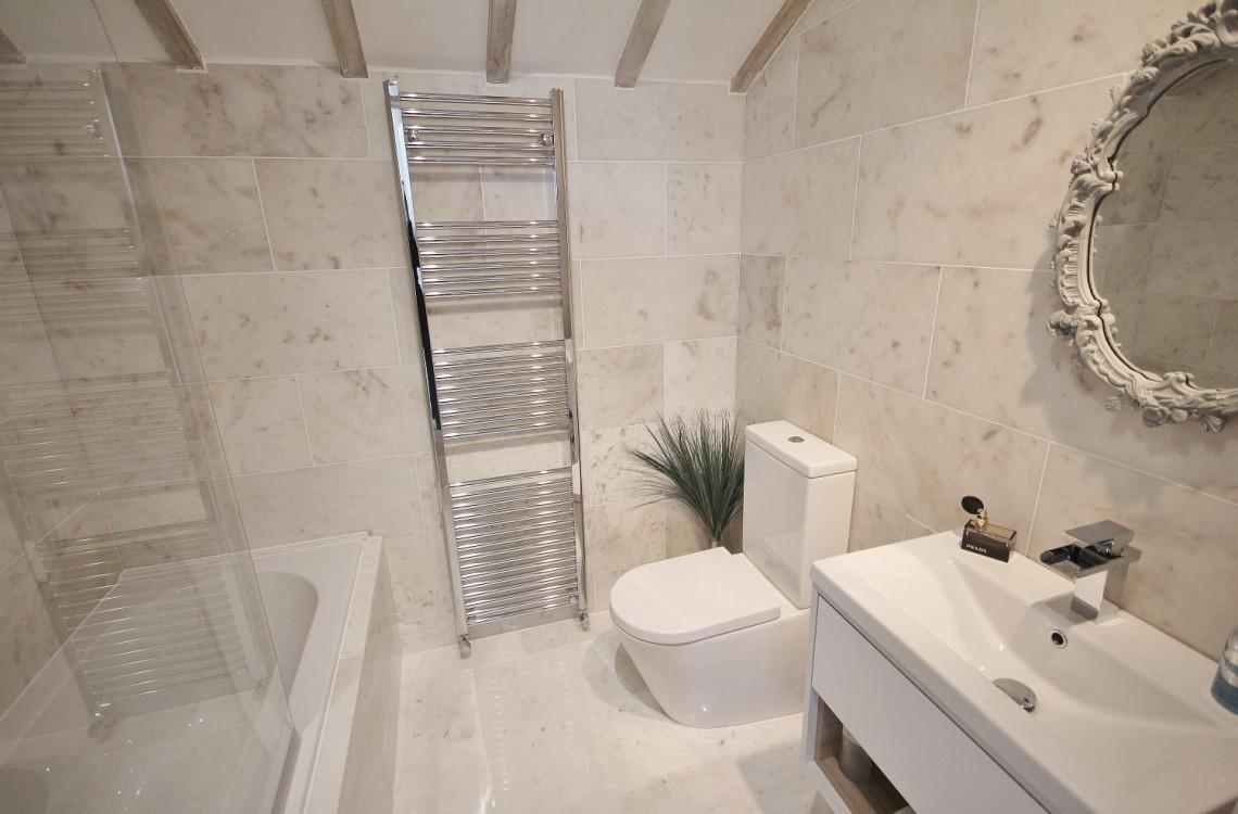 9.-Wagonway-Lodge-En-suite-Bathroom-Custom-1140x750