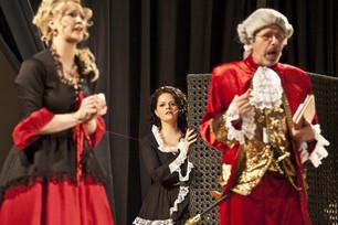 Die Hochzeit des Figaro (Claudia/ Gräfin Almavia; Lucy/ Susanna // Oper 2012)