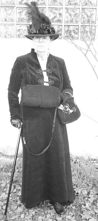 Granny ist ein höchst imponierende Erscheinung, die mit ihrer Meinung nie hinter dem Berg hält.