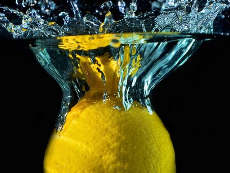 Água com limão para atletas: uma combinação perigosa para os dentes?