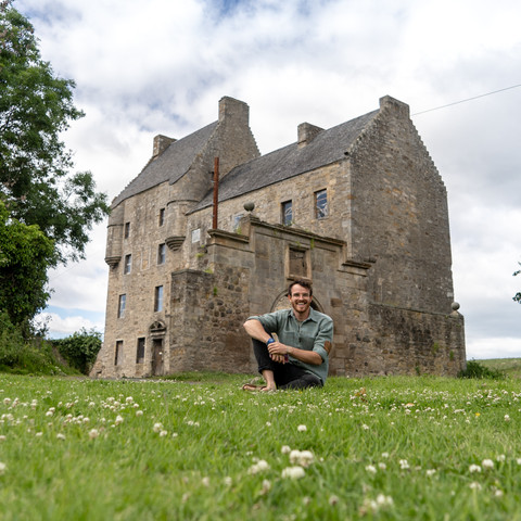 FIND A LASS OR LADDIE AT LALLYBROCH