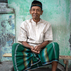 STAY WITH A JAVANESE COMMUNITY