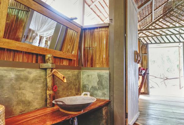 Poki Poki Togeans Room Hotel Bathroom.jpg