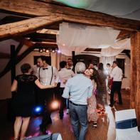 Hochzeitsgesellschaft in Chemnitz bei einer Hochzeitsfeier mit Hochzeits DJ aus Chemnitz Sascha Juranek