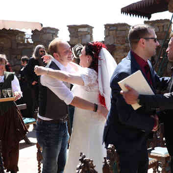 Hochzeitspaar ihrem Hochzeits DJ in Dresden