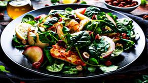 Salade d'été au halloumi grec et aux pêches