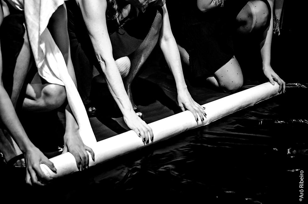 Tapete-Manifesto,-foto-Arô-Ribeiro.-300-dpi-PB.png