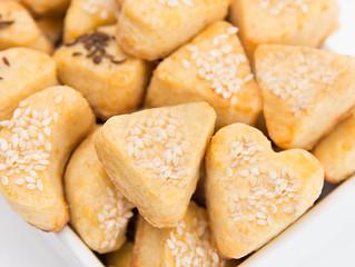 Masitas de queso con sésamo