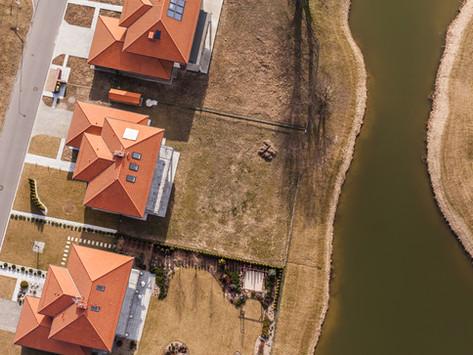 Družstevníci v Dobrušce s pomocí města stlačili ceny bytů