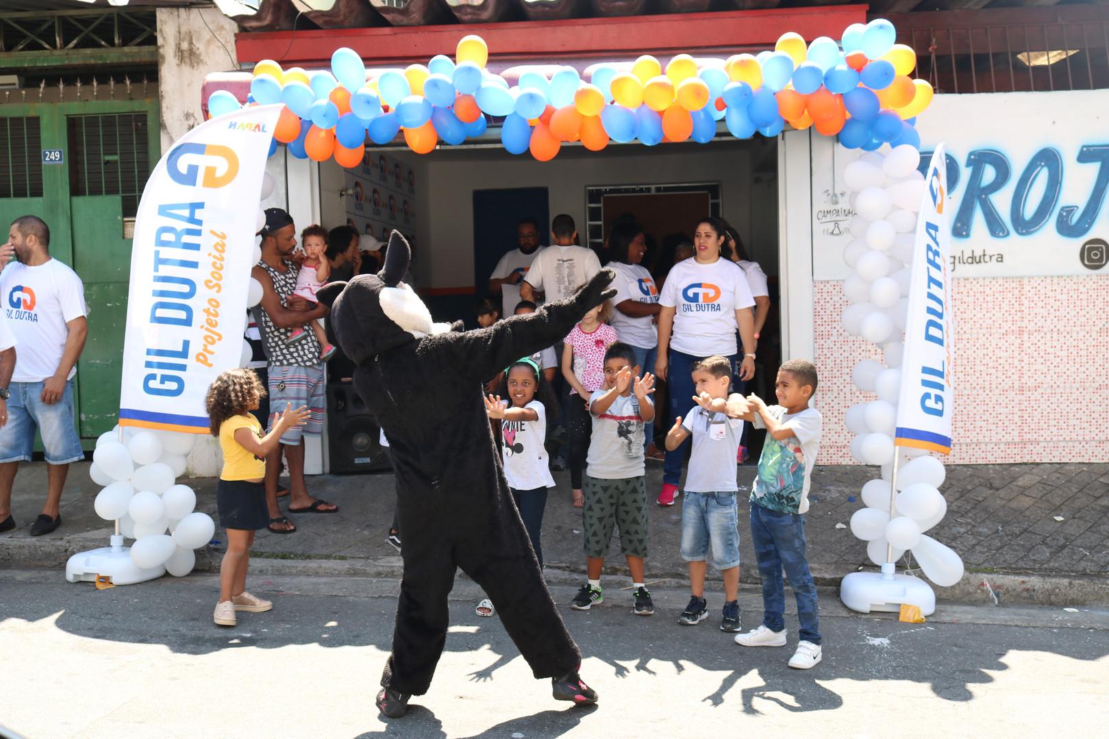 Criança Participando