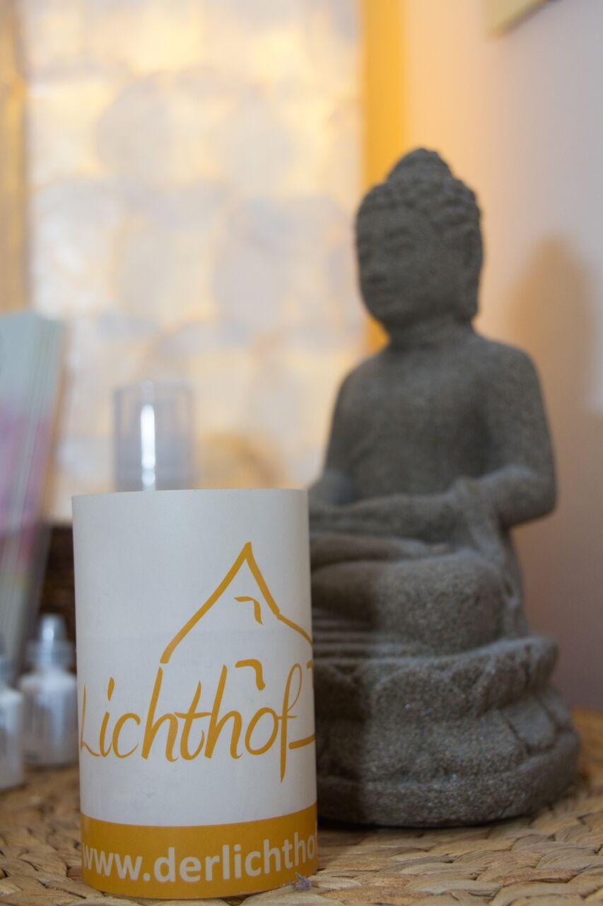 Lichthof Buddha