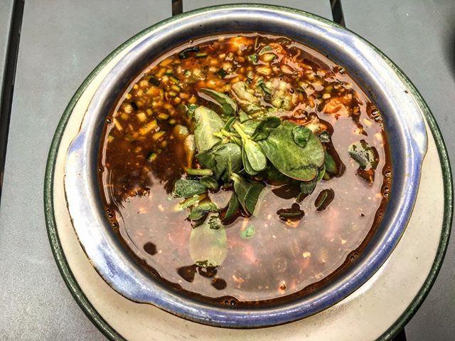 Sopa de espinazo, Trasfonda