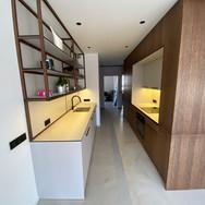 Kuchyň na míru, dub dýha, masiv, kompakt