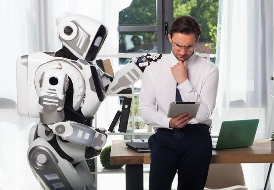 「チャットボットの定義、なぜいま流行っているのか」