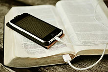 Bible-Iphone-Mobile-Phone-Read-Read-Onli