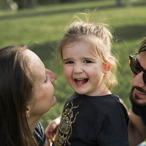Милена, Тете и Оливия в очакване...